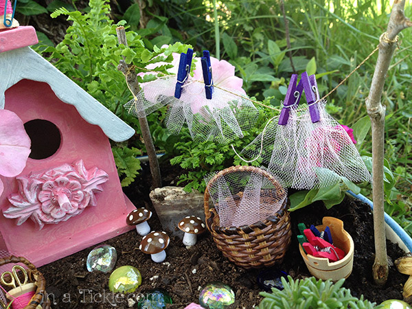 Fairy-Garden-Clothes Line